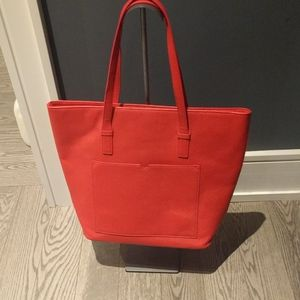 Nice red tote 🌸🌼🌼🌼🌼🌹